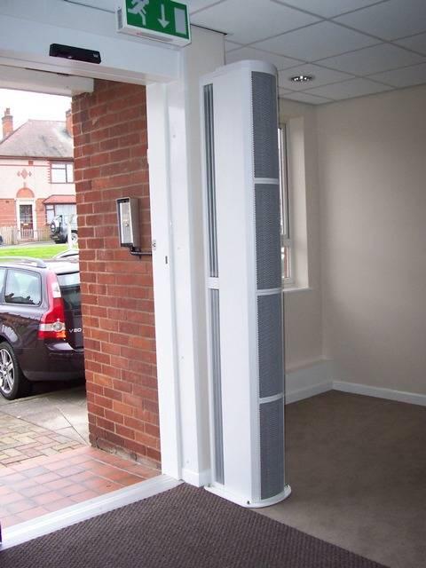 Тепловая завеса на входную дверь: надежная защита от холодов