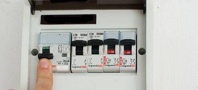 Как отключить электричество в квартире в щитке