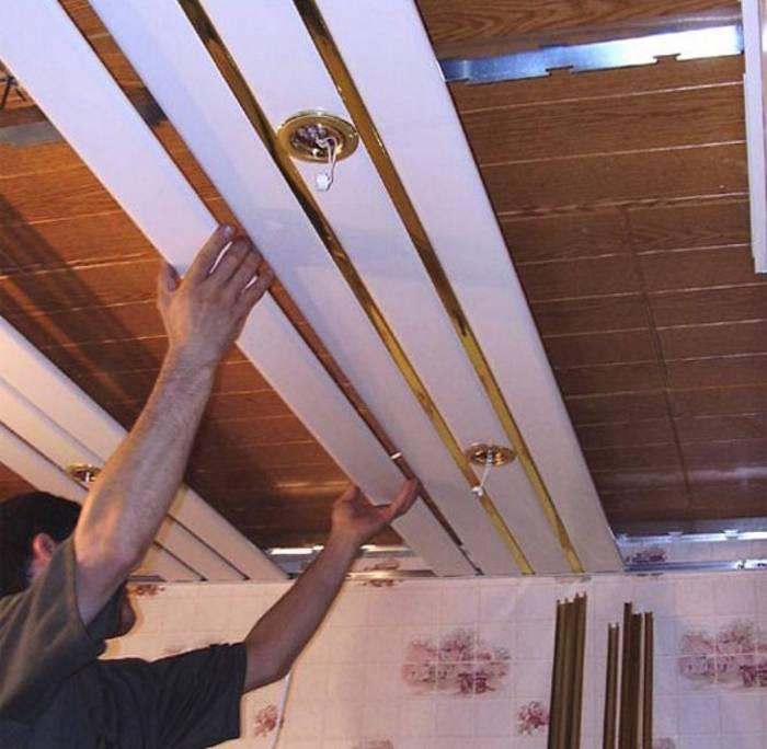 Как сделать потолок из пластиковых панелей? инструкция по сбору и монтажу своими руками