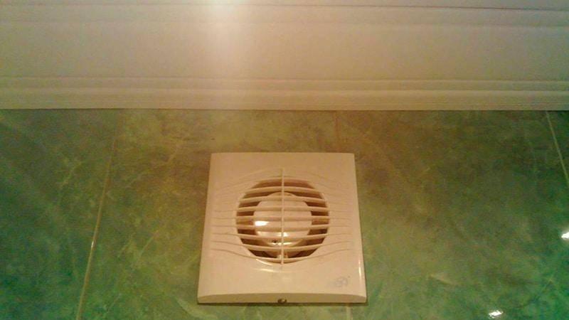 Как установить вытяжку в туалете своими руками