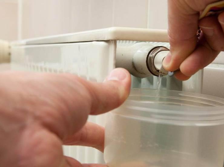 Как спустить воздух с системы отопления частного дома