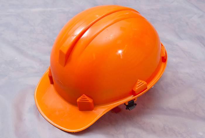 Что означают разные цвета строительных касок - zefirka