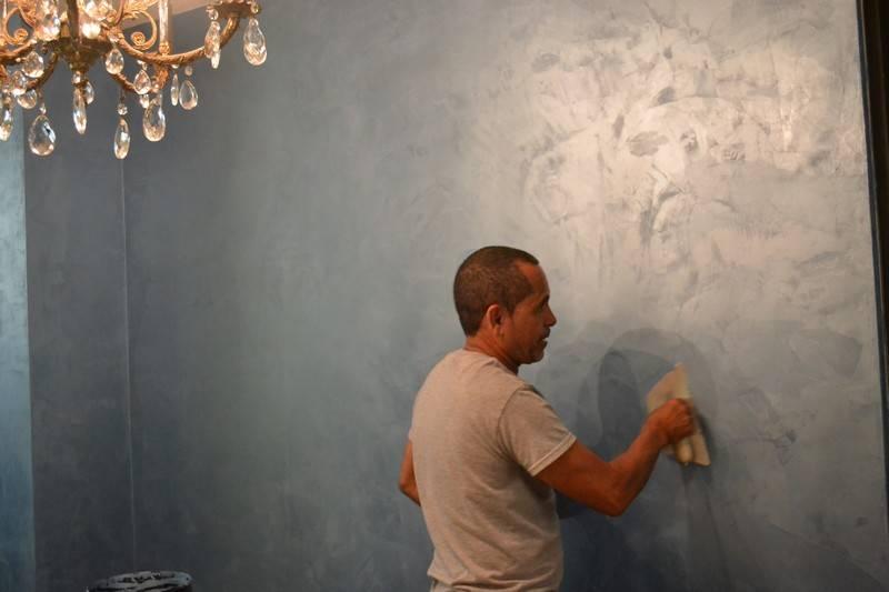 Фактурная краска для стен 10 фото: разновидности и преимущества