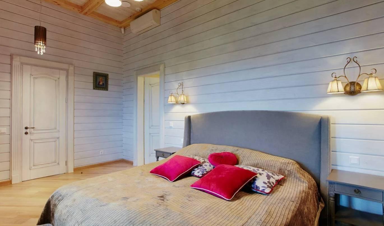 Чем покрасить вагонку внутри дома на даче, как лучше это сделать, фото примеры