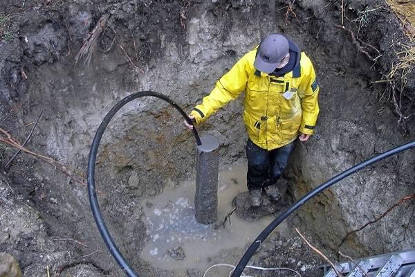Почему вода из скважины желтеет: причины и устранение