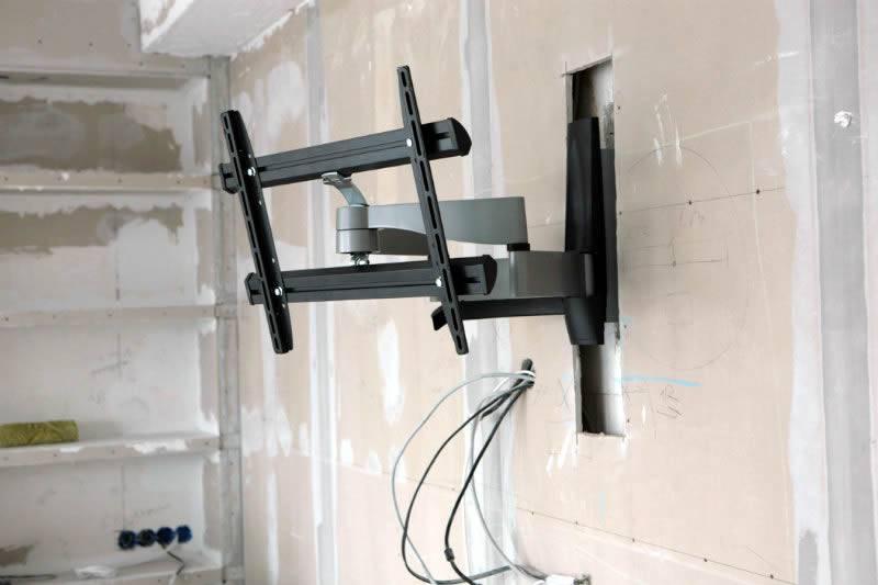 Крепление для телевизора на стену: обзор кронштейнов и способы монтажа