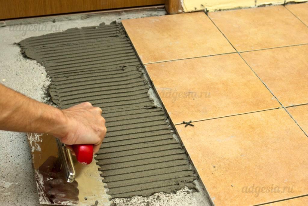 Укладка керамогранита (52 фото): как уложить изделие больших размеров на стену и пол, как сделать облицовку лестницы при помощи кляммеров