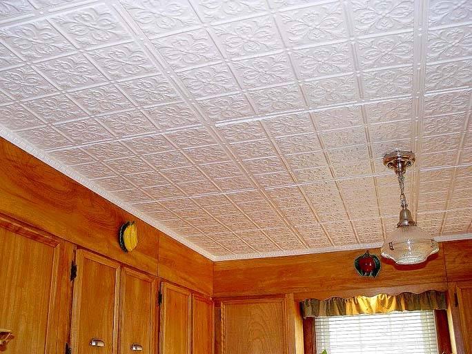 Потолок на даче из плитки - особенности и порядок поклейки