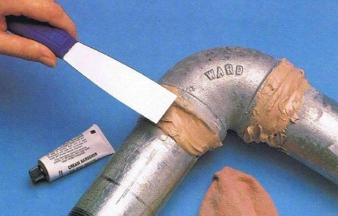 Как устранить течь в пластиковой трубе: как заделать, если протекает стык, подтекает на стыке полипропиленовых труб, так как лопнули