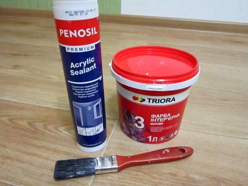Чем и как покрасить потолочный плинтус